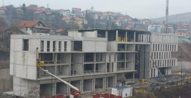 U toku radovi na pokrivanju nove zgrade Općine Kakanj
