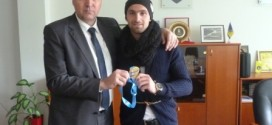 Zlatna medalja stigla u Kakanj: Amel Tuka bio gost u uredu načelnika