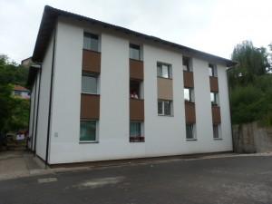 Zgrada u koju je useljeno 12 porodica Roma