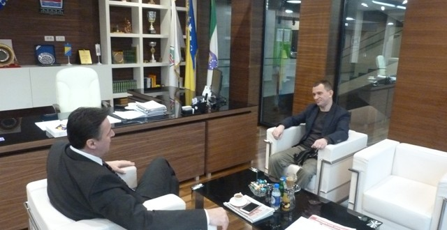 Ured načelnika: Upriličen prijem za doc.dr. Esada Delibašića