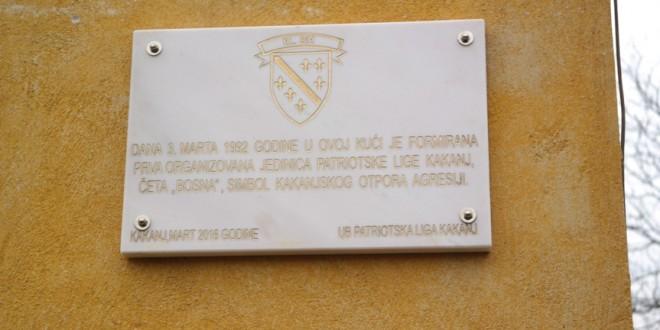 """Otkrivena spomen-ploča na kući u kojoj je formirana četa """"Bosna"""", prva organizirana jedinica Patriotske lige Kakanj"""