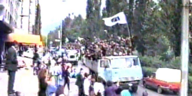 Povodom 28. aprila – Dana sjećanja na kakanjske šehide i poginule borce vozućkog ratišta: Objavljujemo više od 30 fotografija sa dočeka Trećeg manevarskog bataljona u Kaknju nakon oslobađanja Vozuće