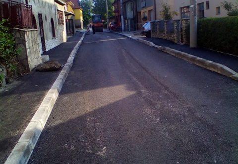 Nastavljeni radovi na sanaciji saobraćajnice kroz naselje Albanija