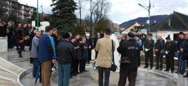 Obilježavanje 1.marta-Dana nezavisnosti BiH: Položeno cvijeće u Gradskom spomen-parku u Kaknju