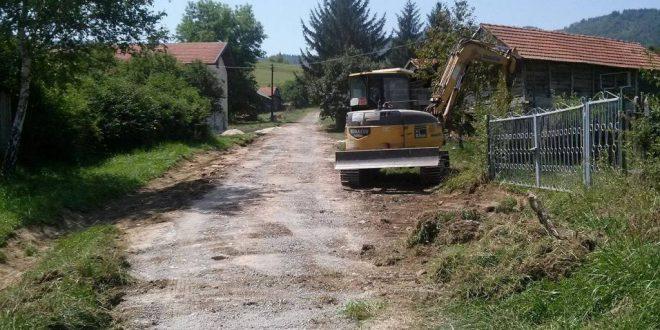 Počeli pripremni radovi za asfaltiranje  puta koji vodi prema Pezerskom i Brežanskom groblju