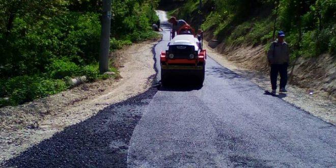 Počeli radovi na asfaltiranju dionice puta  u MZ Modrinje