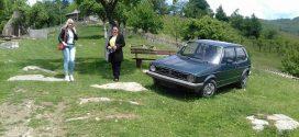 Tužan prizor zabilježen u Nažbilju: Frakcija, vreće cementa i stari automobil u prostoru nekropole stećaka