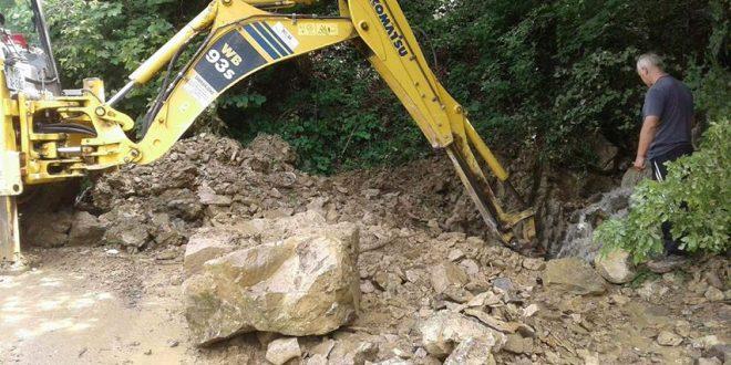 Olujno nevrijeme praćeno pljuskom izazvalo probleme na cestama na području Kraljeve Sutjeske: Brza intervencija Općine Kakanj