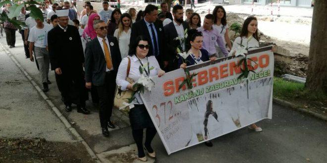 Kakanj na dostojanstven način iskazao duboki pijetet prema žrtvama genocida koji je izvršen nad Bošnjacima Srebrenice jula 1995. godine