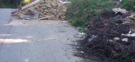 Deponija uz put Bjelavići-Čelikovina, postoje indicije da je neka kuća rušena u Čatićima i da je otpad dovezen uz ovaj put, molimo da se anonimno u inbox dojavi više informacija