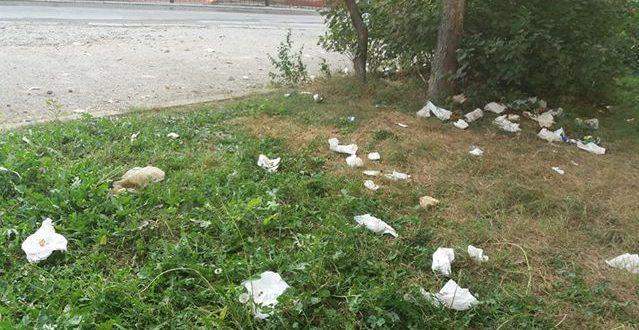 Građani pišu: Počistiti nered ispred Mješovite srednje škole Kakanj