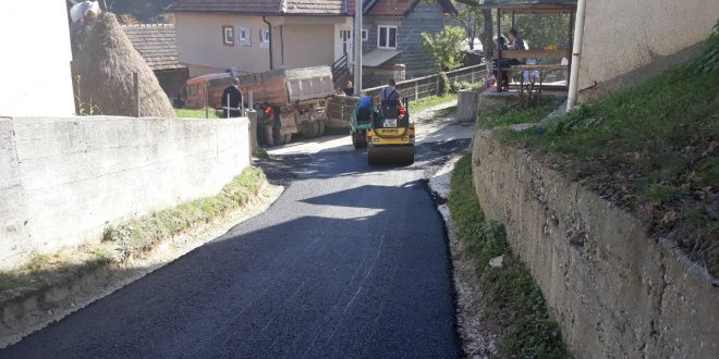Počeli radovi na asfaltiranje dionice ceste za Desetnik i u naselju Desetnik