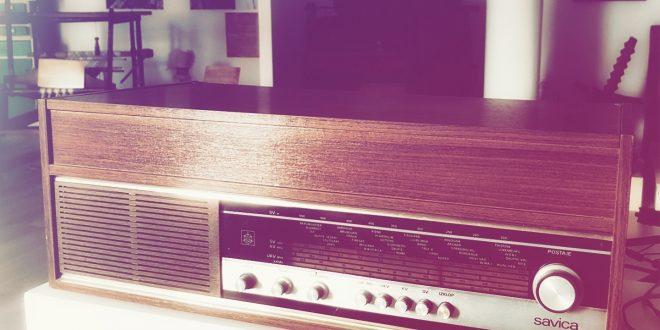 Foto: Stari radio prijemnik, poklon našeg sugrađanina Šefika Silajdžića Muzeju Kaknja