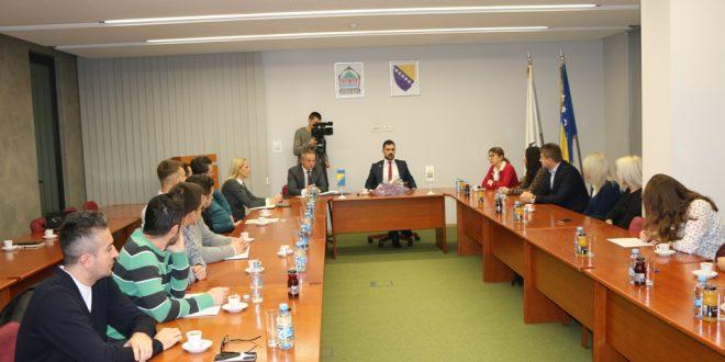 Vršilac dužnosti načelnika Aldin Šljivo održao prvi sastanak s mladima pred formiranje savjeta mladih