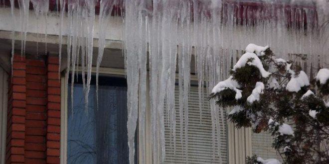 Oprez: Ledenice na zgradama, upravitelji imaju obavezu uklanjanja