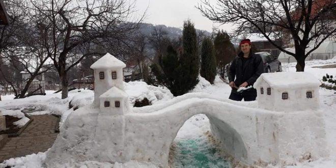 Selver Mašić iz naselja Brnj u općini Kakanj u snijegu napravio lijepu kreaciju