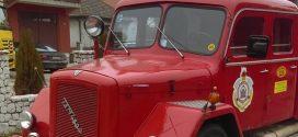 """Ponos kakanjskog vatrogastva: Dva ljepotana idu u zasluženu penziju, """"Dajc"""" nakon 55, FAP nakon 42 godine uspješnog rada"""
