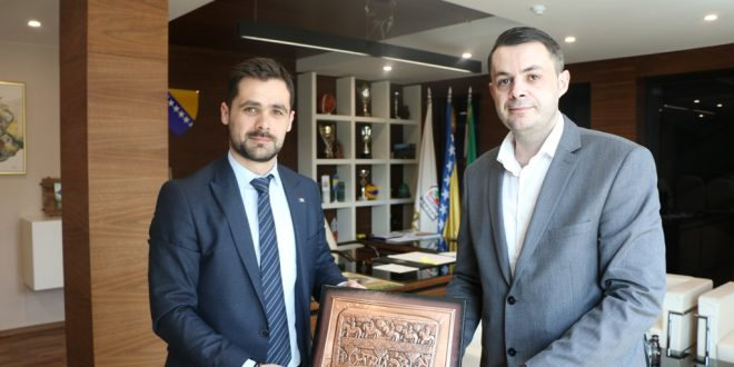 Ured načelnika: Potpisan Sporazum o saradnji između Ekonomskog fakulteta Univerziteta u Zenici i Općine Kakanj